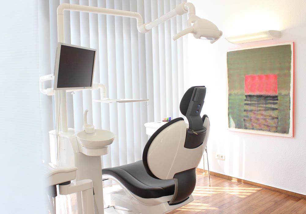 Zahnarztpraxis Dr. Pelea & Kollegen Köln Behandlungsraum